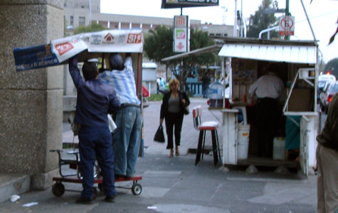 Mobile shoe shinning unit, Mexico City